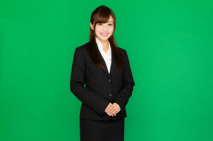 スーツスタイルの女性